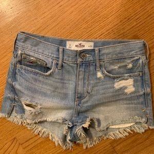 hollister/ raw hem distressed light wash cutoffs